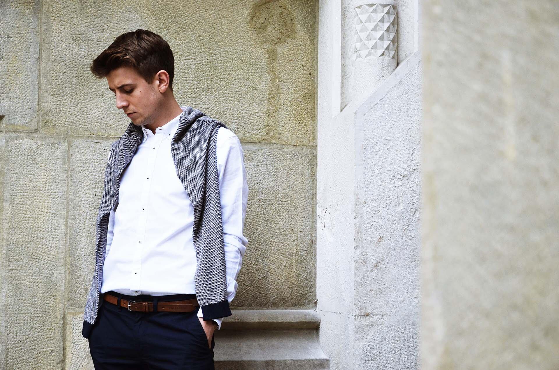 GMALE by Grzegorz Paliś, blog o modzie męskiej, Collegium Novum UJ, biała koszula, mokasyny, obuwie męskie, smart casual