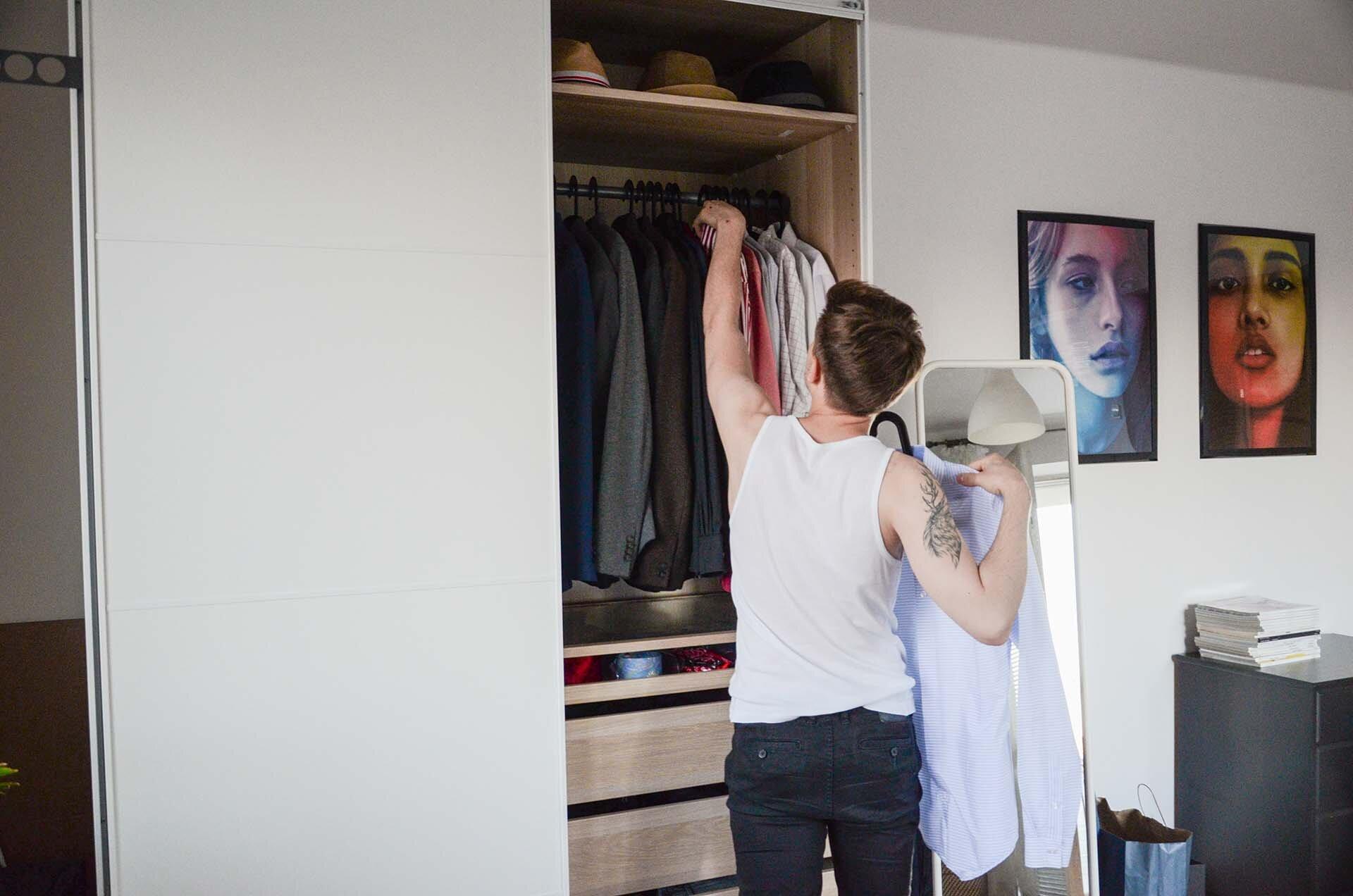 Jak utrzymać porządek w szafie? Czym jest właściwa organizacja szafy?