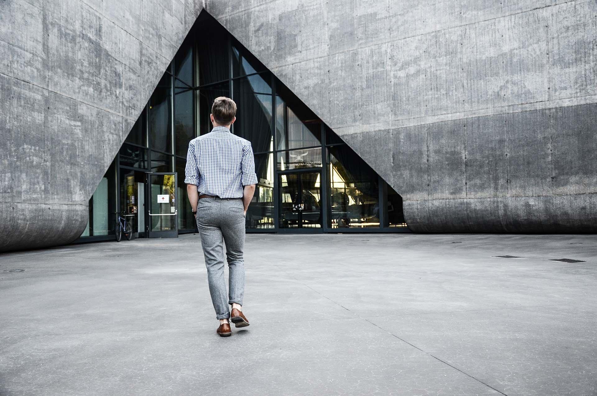 GMALE by Grzegorz Paliś, blog o modzie męskiej, Szare wełniane spodnie, Krata Vichy, Brązowe Brogsy, Dastan