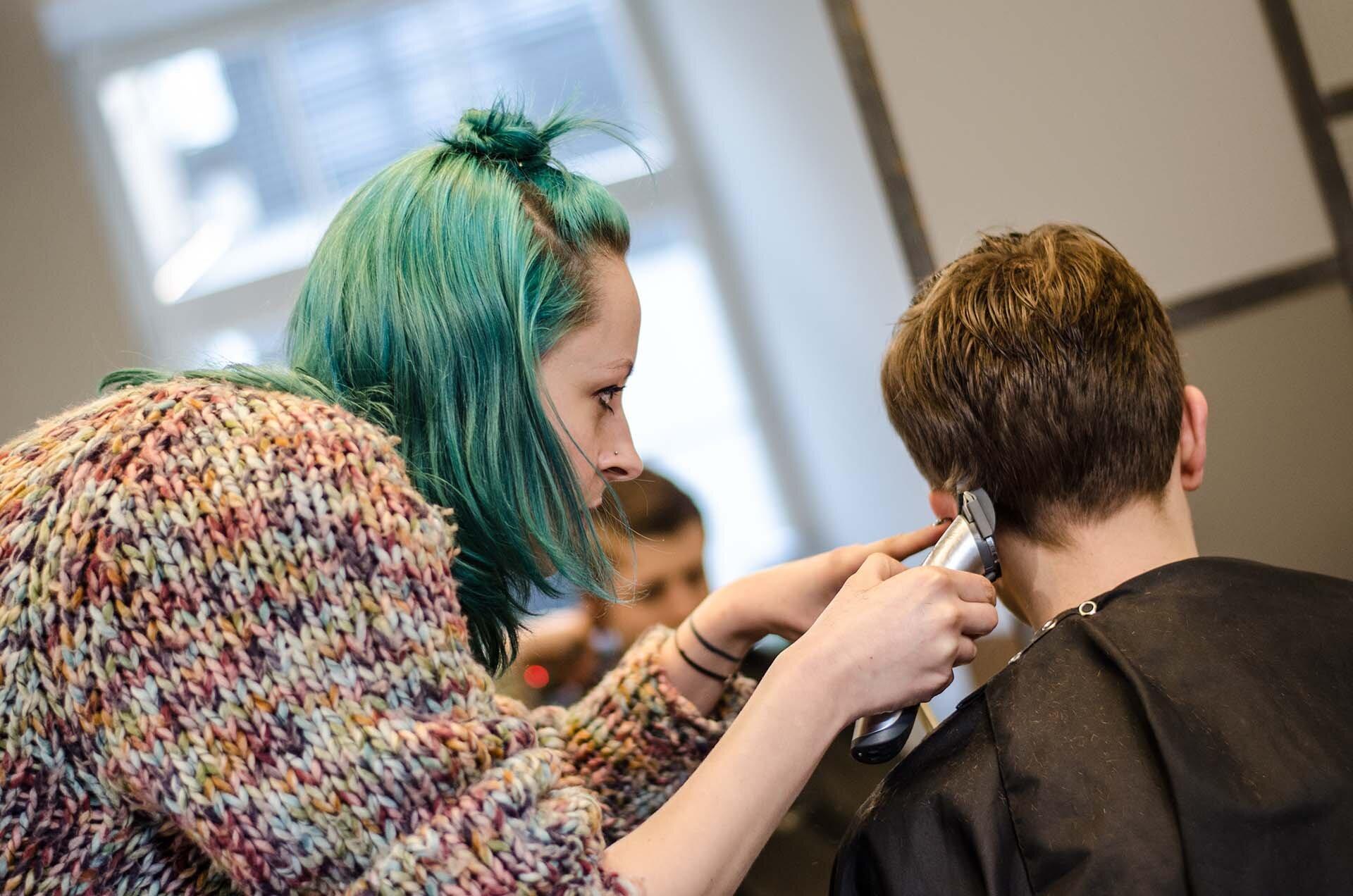 GMALE by Grzegorz Paliś, Przewodnik po krakowskich fryzjerach, Ranking fryzjerów, Najlepsi fryzjerzy w Krakowie, The Messy Head Hospital