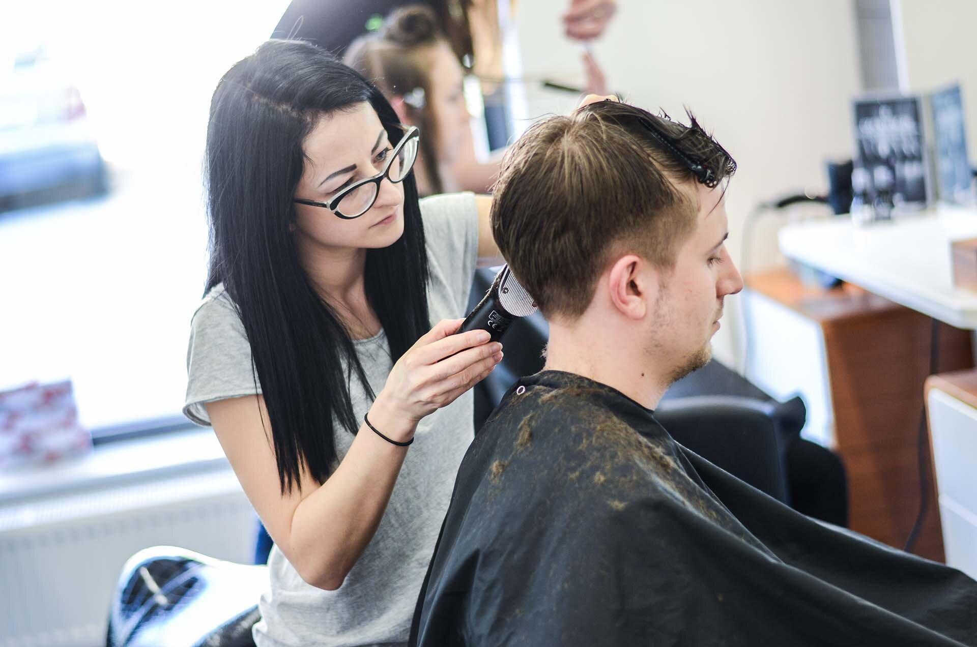GMALE by Grzegorz Paliś, Przewodnik po krakowskich fryzjerach, Ranking fryzjerów, Najlepsi fryzjerzy w Krakowie, MOSS Kraków
