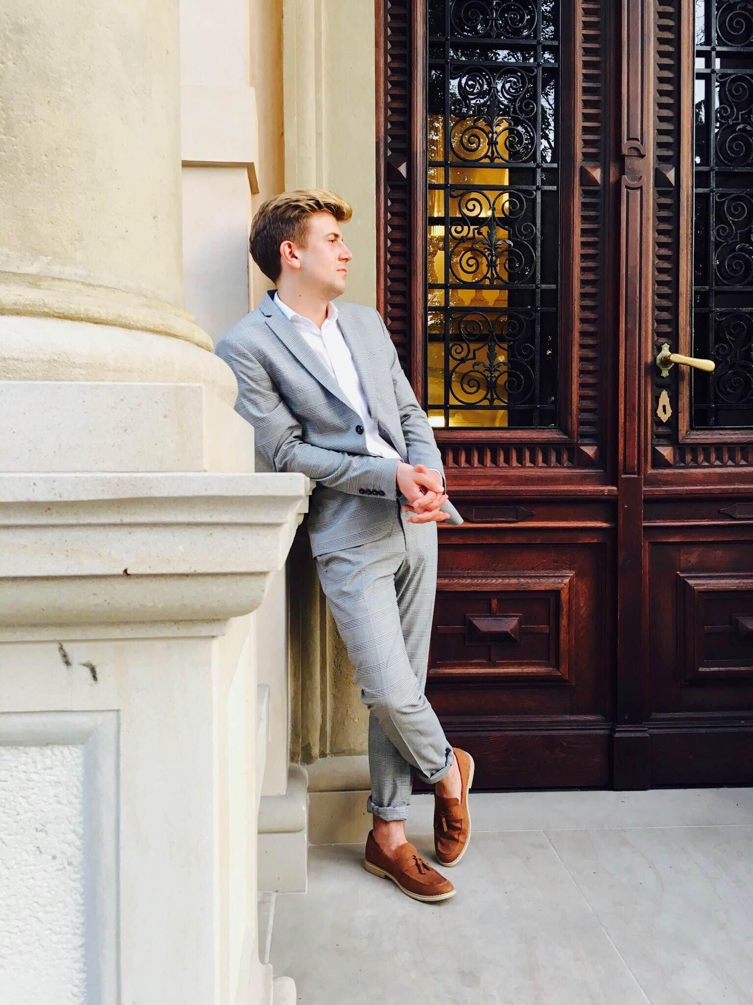 GMALE by Grzegorz Paliś, blog o modzie męskiej, Szary garnitur w kratę księcia Walii, Koniakowe mokasyny, Krata Księcia Walii