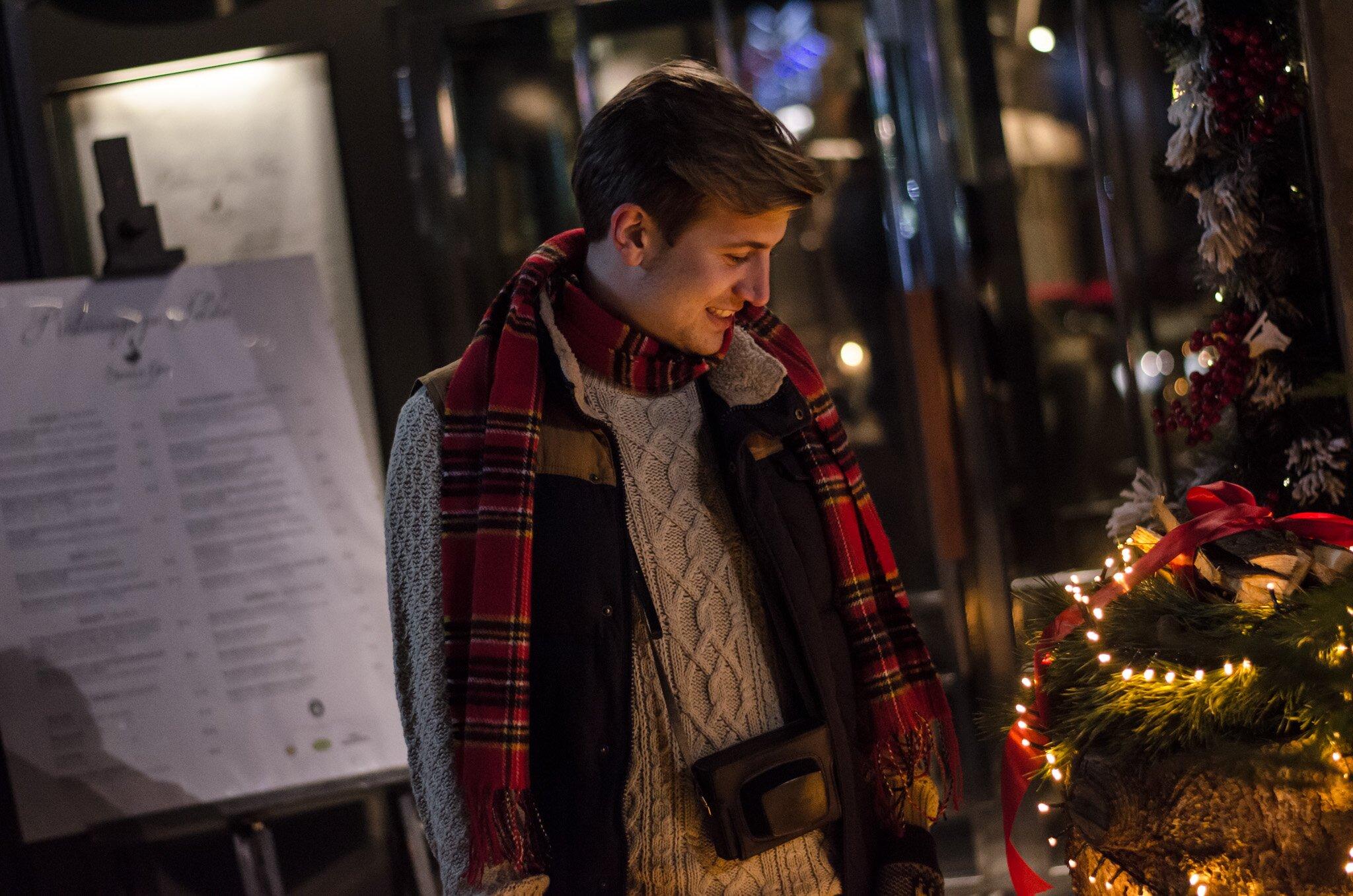 Wesołych świąt - Bożonarodzeniowy Jarmark Krakowski- Czerwony szalik w kratę męski