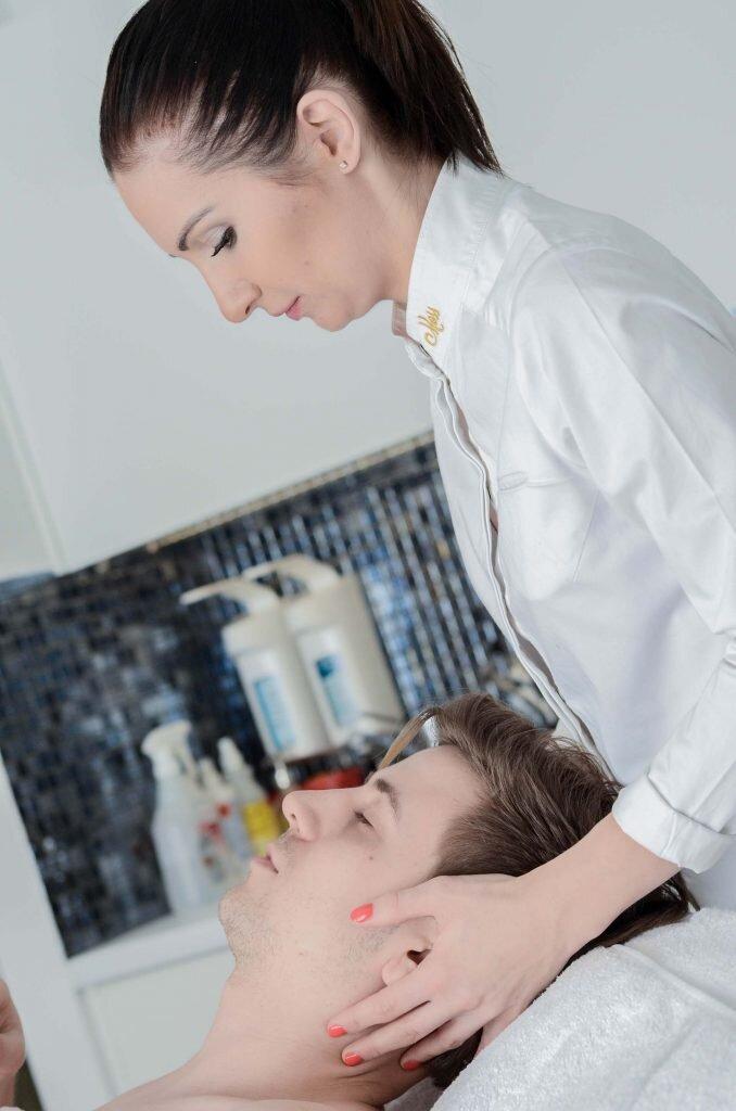 Mężczyzna w salonie kosmetycznym, Czy chodzenie do kosmetyczki jest męskie? MOSS Kraków, Zabiegi kosmetyczny dla mężczyzn