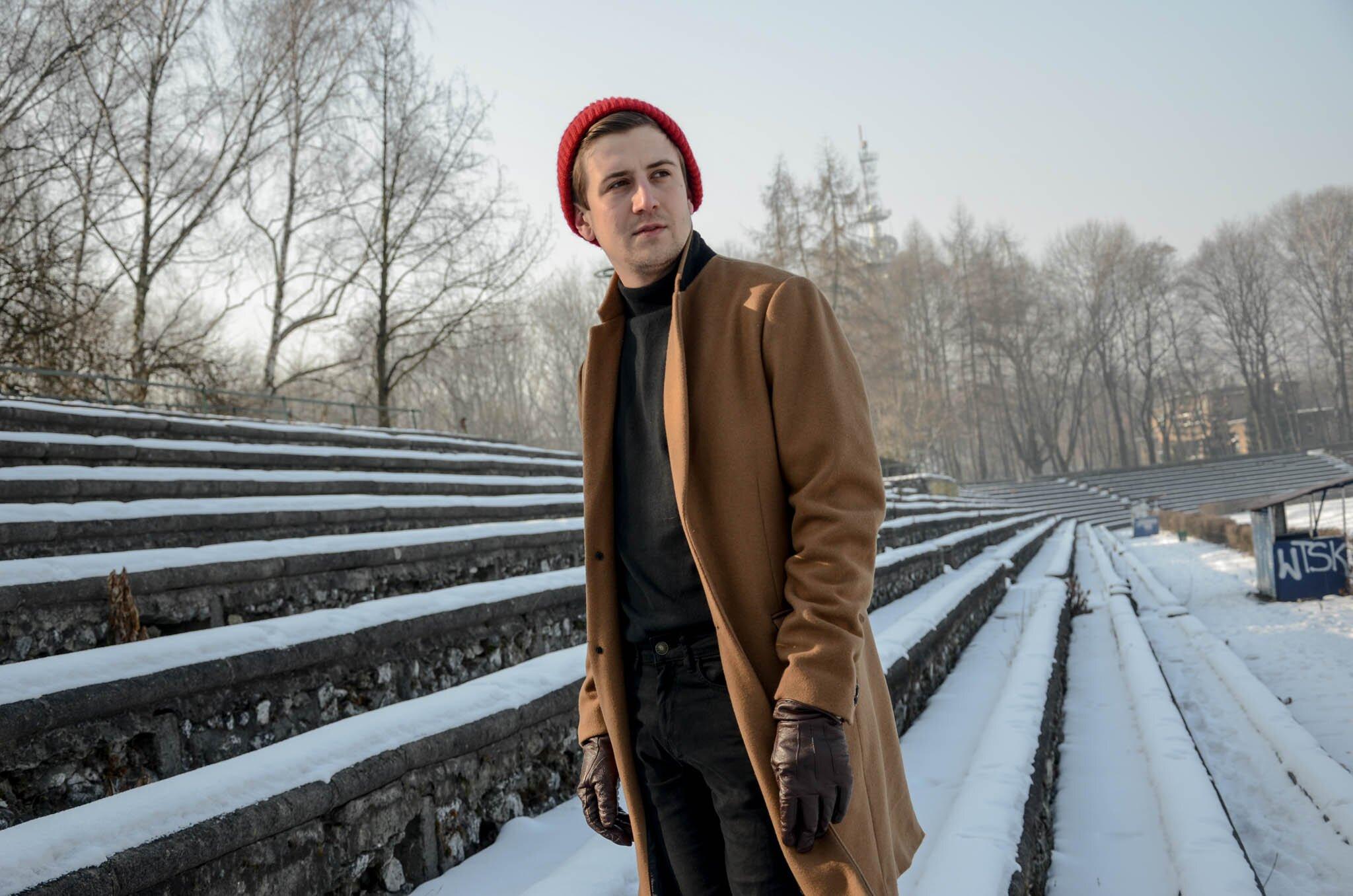 Zimowy causal, Mężczyzna zimą, Moda męska w zimie, Mężczyzna w golfie