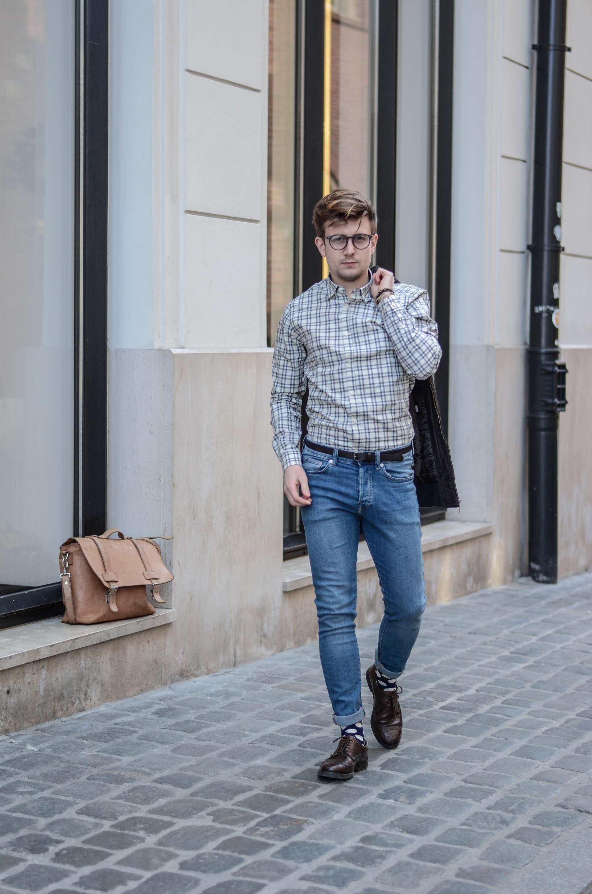 Koszula w kratę męska button-down, Torba listonoszka, Męskiej jeansy, Skarpety Happy Socks męskie