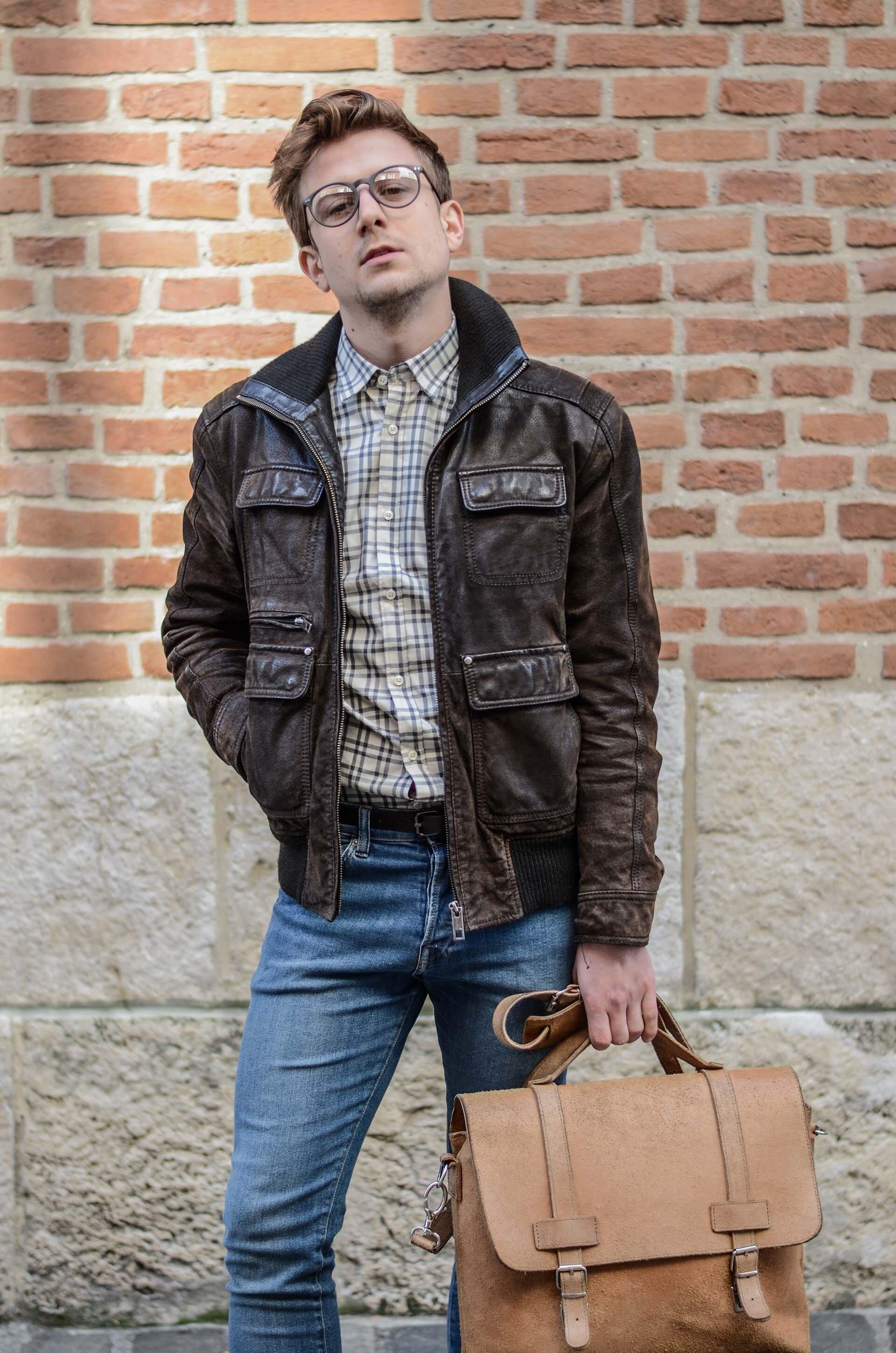 Kurtka zamszowa męska, torba męska, spodnie jeansowe męskie