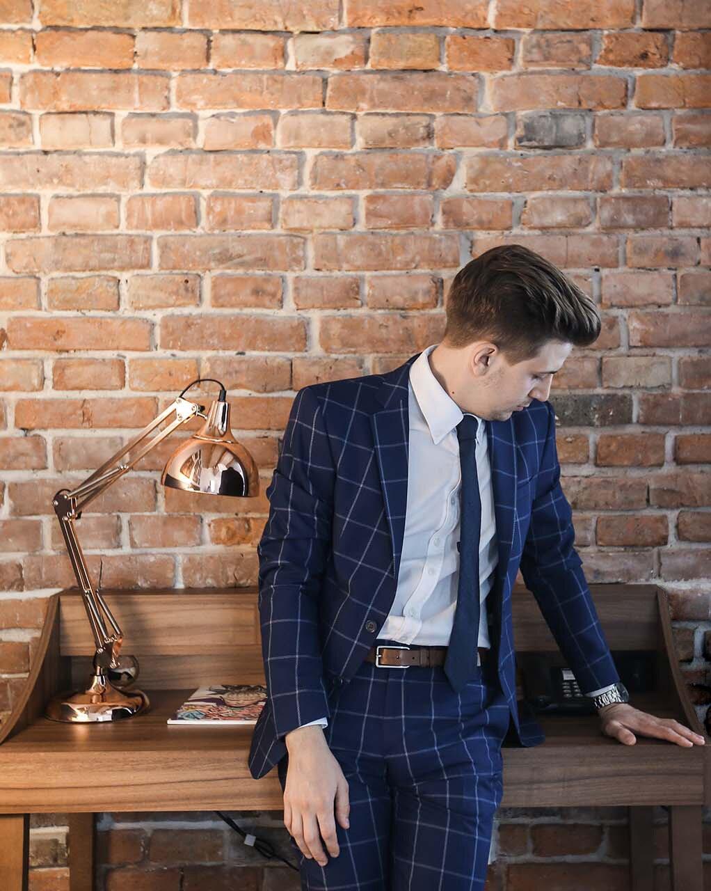 Elegancki mężczyzna, Elegancki garnitur, Grantowy garnitur Zara, Grantowy garnitur w kratę, Zegarek Albert Riele