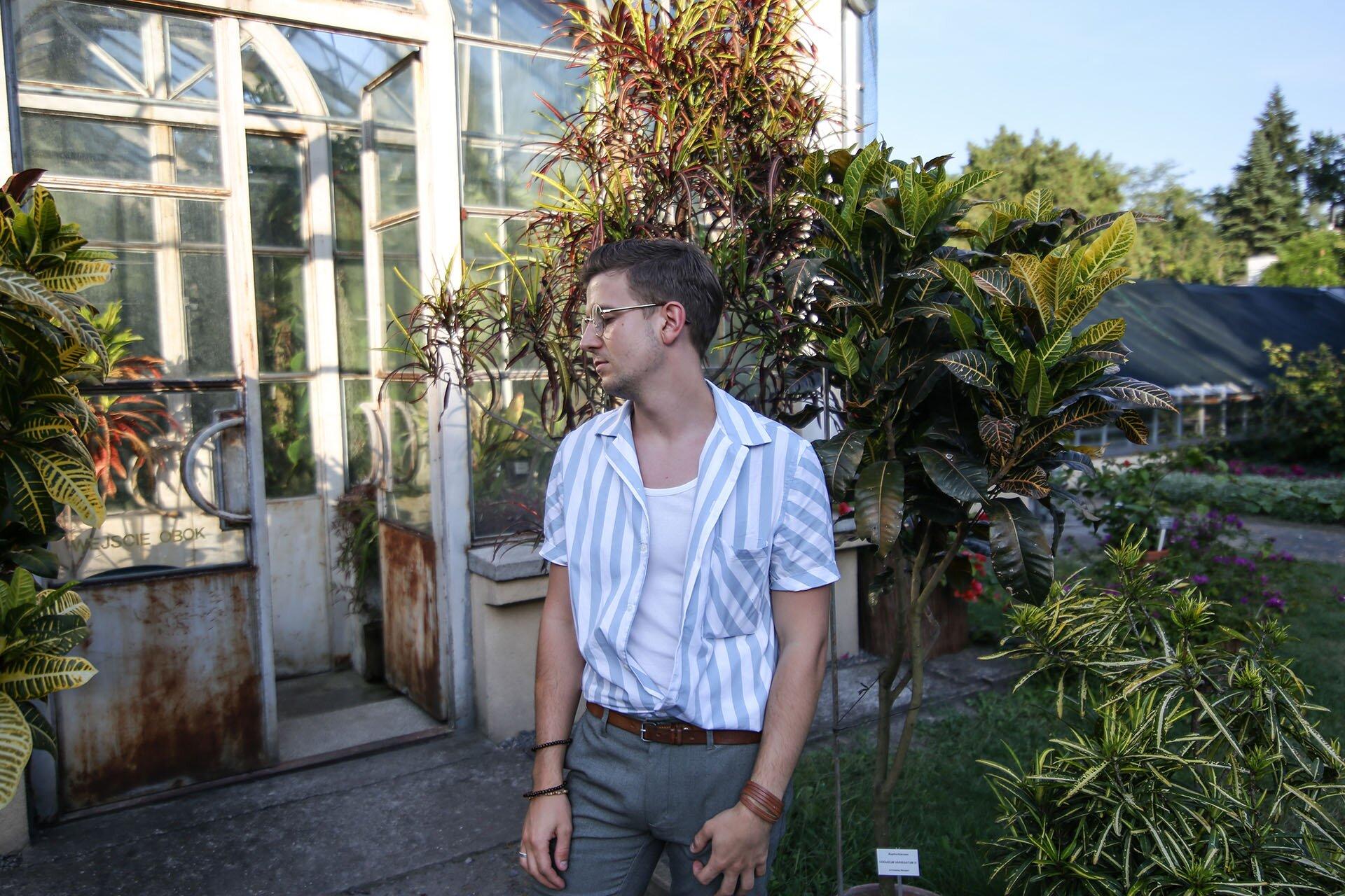 Tropikalna moda męska, Blog o modzie męskiej, Moda męska dla mężczyzn, Ogród Botaniczny Kraków, Grzegorz Paliś jako bloger modowy z Krakowa, GMALE