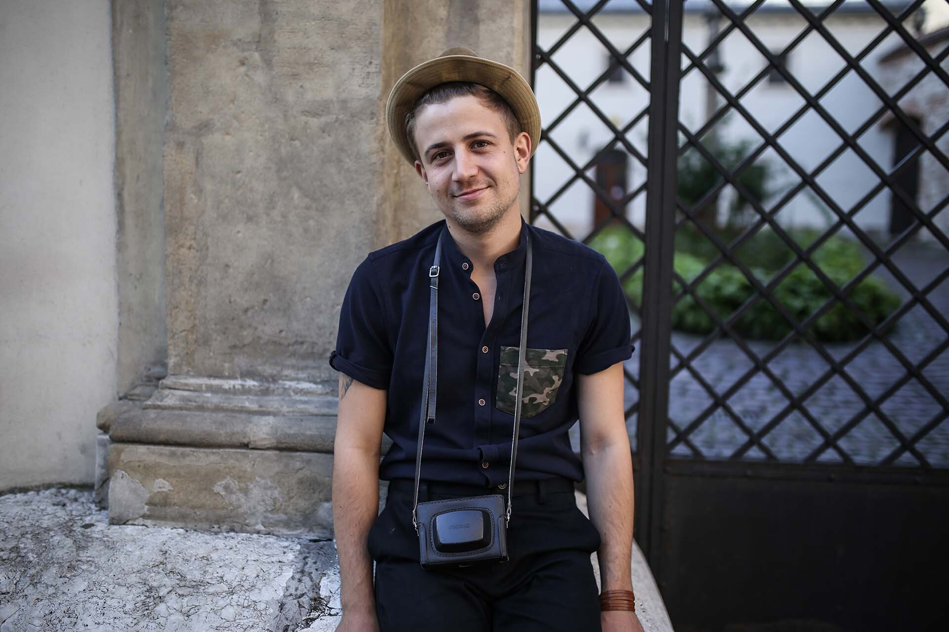 Moro kieszeń, Moro moda męska, GMALE, Blog o modzie męskiej, Grzegorz Paliś, Mężczyzna w kapeluszu