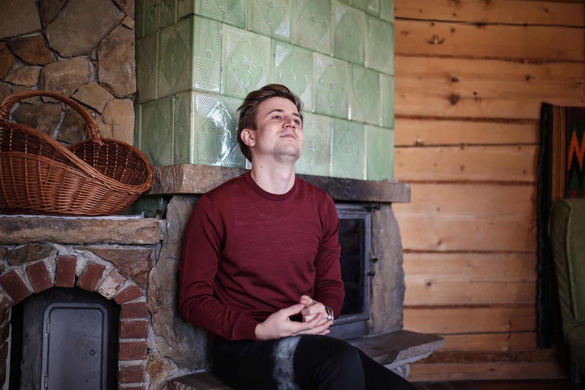 Bordowy sweter męski, Blog o modzie męskiej, Mężczyzna w bordo, GMALE by Grzegorz Paliś, Blog modowy, Męski LIfestyle