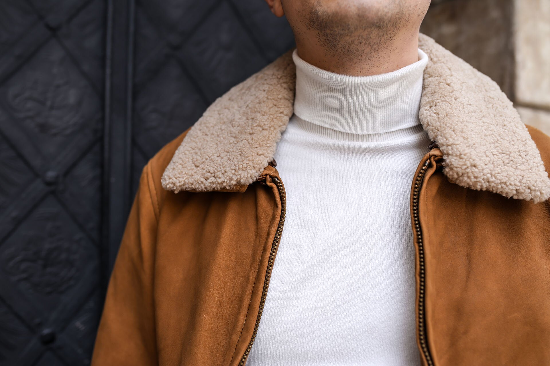 Skórzana kurtka męska, Biały golf, Moda męska, Męska stylizacja